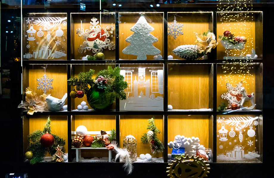 Decorate your Business for the Holidays, and Spread Christmas Cheer to your Customers